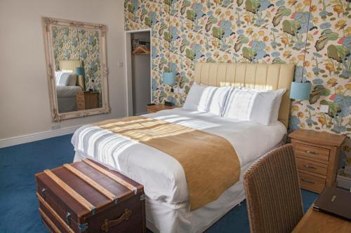 A bed or beds in a room at The Blue Piano Guesthouse