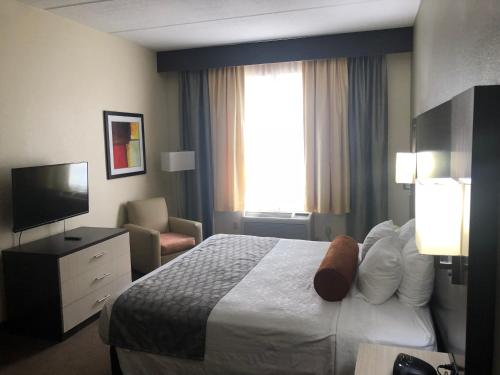 A bed or beds in a room at Best Western Airport Inn & Suites