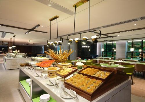 A restaurant or other place to eat at Hampton by Hilton Guangzhou Tianhe Sports Center
