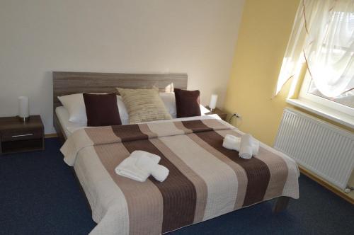 Posteľ alebo postele v izbe v ubytovaní Penzion Oaza Prievidza