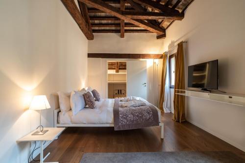 Letto o letti in una camera di Palazzo Vendramin Costa