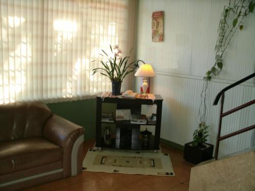 Uma área de estar em Hotel BuonGiorno