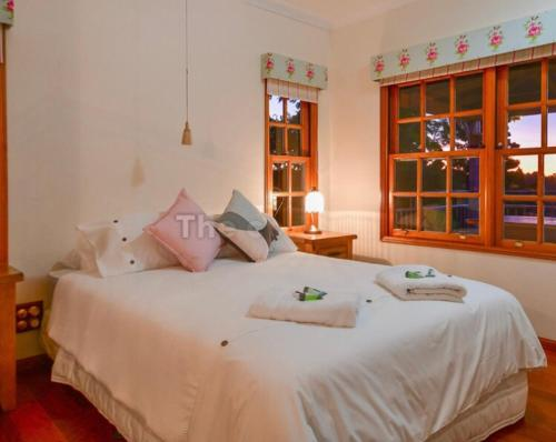 A bed or beds in a room at Lakefront holiday villa
