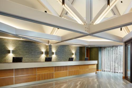 The lobby or reception area at Manchester Airport Marriott Hotel