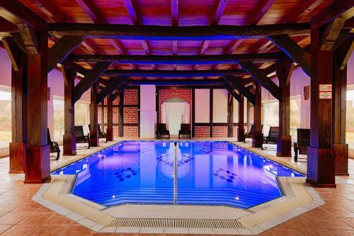 Der Swimmingpool an oder in der Nähe von Schloss Herrenstein