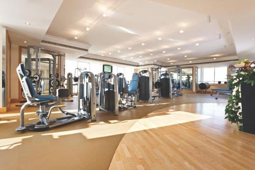 The fitness center and/or fitness facilities at Fairmont Dubai