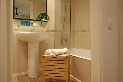 A bathroom at Chic & Basic Lemon Boutique Hotel