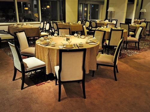 A restaurant or other place to eat at Wyndham Shanghai Bund East Hotel
