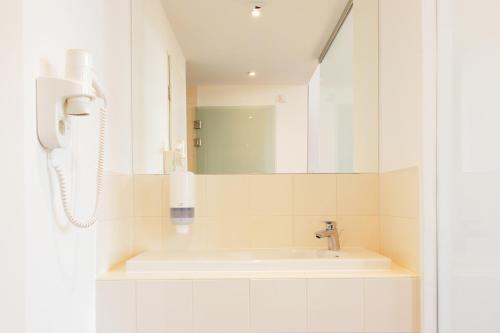 A bathroom at Maverick City Lodge