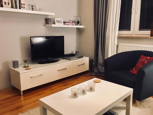 A television and/or entertainment centre at Cherry Tree Guest House