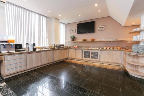 A cozinha ou cozinha compacta de Hotel Expressinho Aeroporto