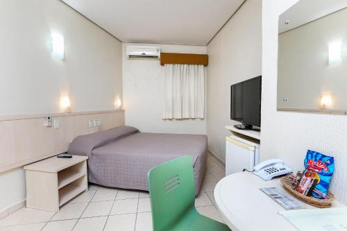 Cama ou camas em um quarto em Hotel Expressinho Aeroporto