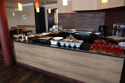 A kitchen or kitchenette at Hotel Katrina