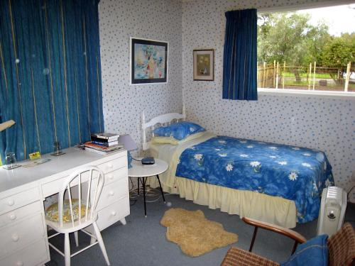 A bed or beds in a room at Hillpark Homestay
