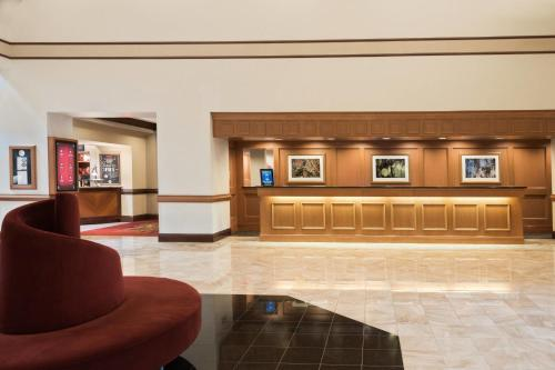 The lobby or reception area at Chicago Marriott Northwest