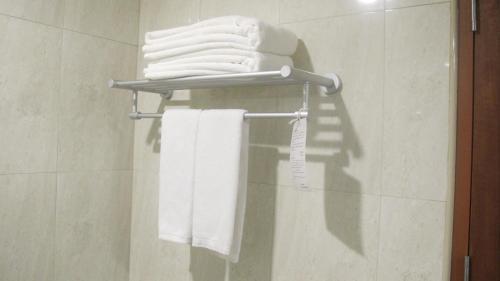 A bathroom at Tai Pan Hotel