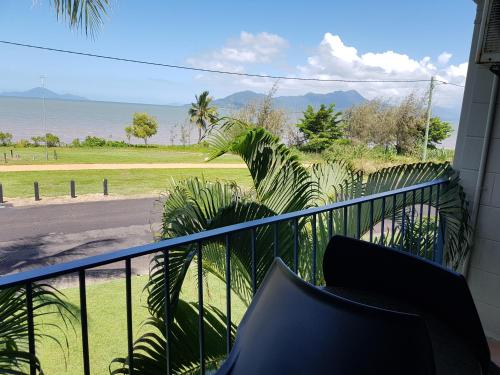 A view of the pool at Cardwell Beachcomber Motel & Tourist Park or nearby