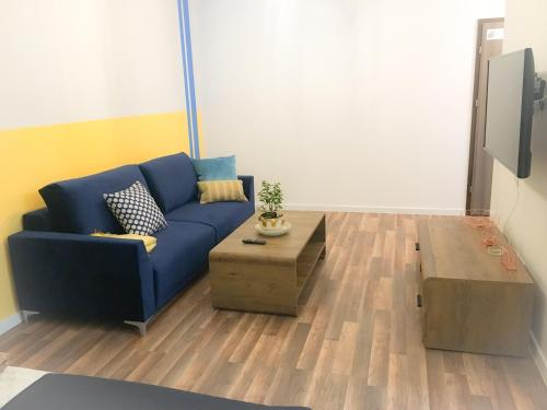 A seating area at Sunny Apartment
