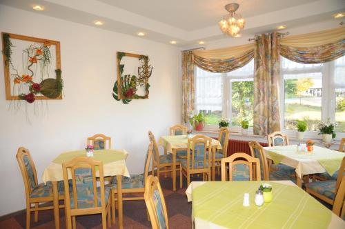 A restaurant or other place to eat at Aktiv Pension