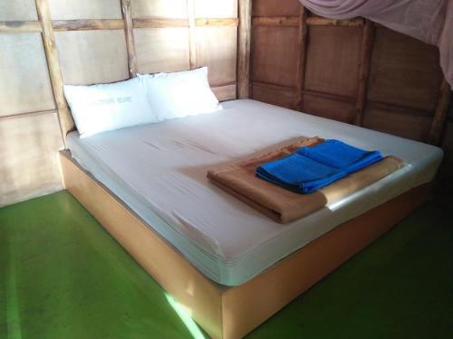 Ein Bett oder Betten in einem Zimmer der Unterkunft Cliff View Resort
