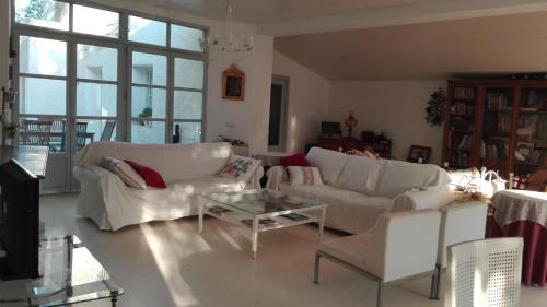 A seating area at villa alejada de aglomeraciones