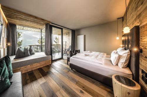 Ein Bett oder Betten in einem Zimmer der Unterkunft My Arbor - Plose Wellness Hotel