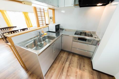 Vacation room Yahiroにあるキッチンまたは簡易キッチン