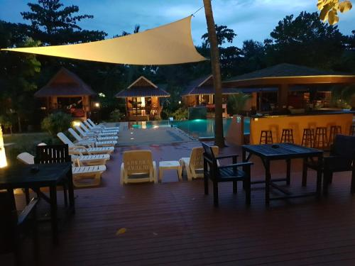 A restaurant or other place to eat at Lanta Pearl Beach Resort