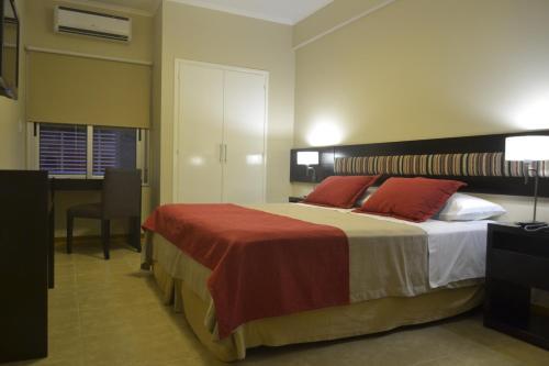 Una cama o camas en una habitación de Almuñecar Hotel