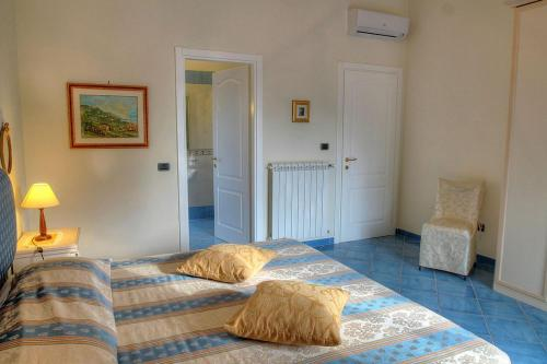 A bed or beds in a room at Santa Maria Villa Sleeps 14 Pool Air Con WiFi