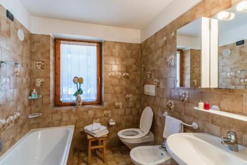 A bathroom at Agritur Ciasa Dò Parè