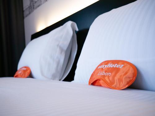 Cama o camas de una habitación en easyHotel Lisbon
