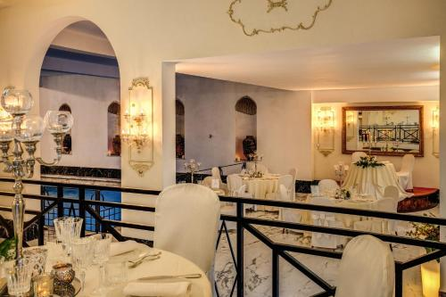 A restaurant or other place to eat at Hotel Castel Vecchio