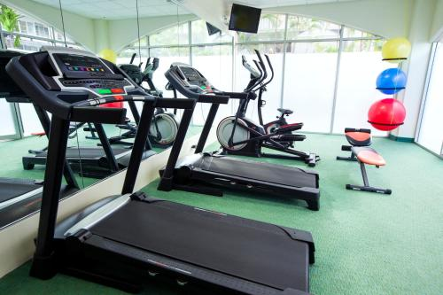 The fitness center and/or fitness facilities at Coconut Waikiki Hotel