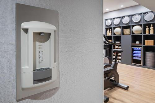 The fitness centre and/or fitness facilities at AC Hotel by Marriott New York Downtown