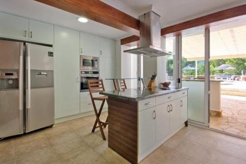 Una cocina o zona de cocina en Denia Villa Sleeps 8 Pool Air Con WiFi