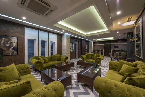 The lobby or reception area at Garni Hotel Aveny