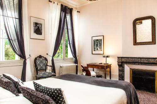 Cama o camas de una habitación en Hotel Mirabeau