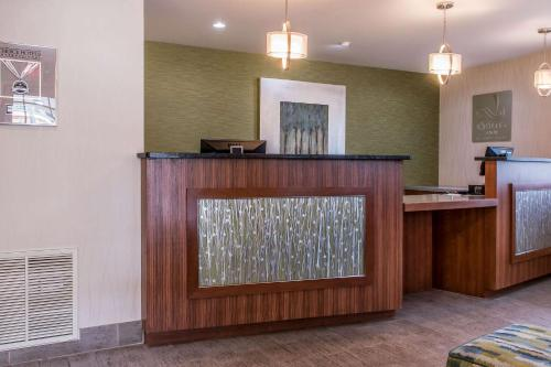 The lobby or reception area at Quality Inn Bedford