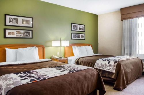 A bed or beds in a room at Sleep Inn & Suites Bensalem