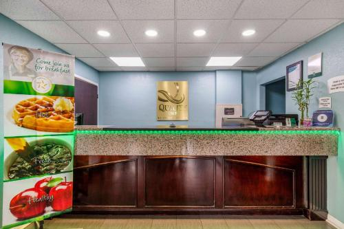 The lobby or reception area at Quality Inn Kingston Springs