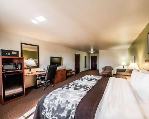 A bed or beds in a room at Sleep Inn and Suites Shamrock