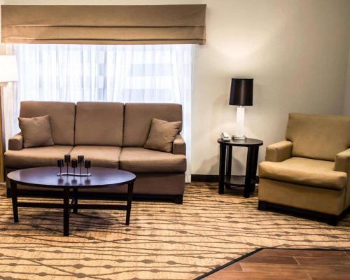 A seating area at Sleep Inn & Suites Stony Creek