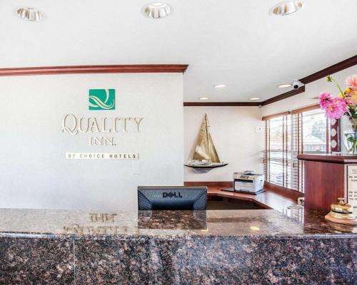 The lobby or reception area at Quality Inn Uptown