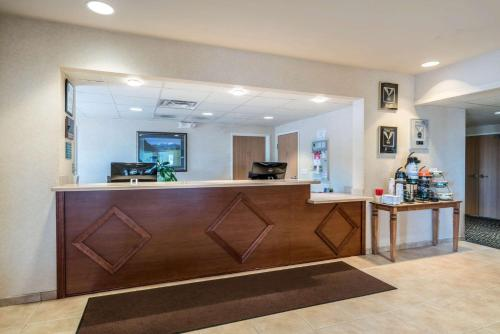 The lobby or reception area at Quality Inn & Suites at Olympic National park