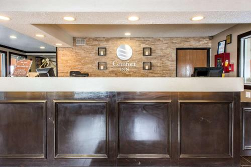 The lobby or reception area at Comfort Inn Weirton
