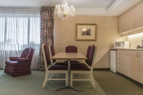 A seating area at Clarion Hotel & Conference Centre