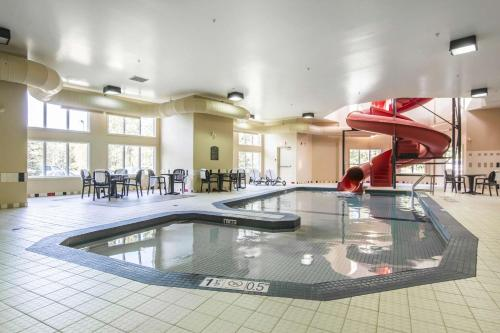 The swimming pool at or near Quality Inn Airport Dieppe
