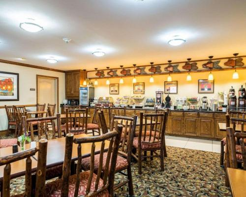A restaurant or other place to eat at Comfort Inn & Suites Dover