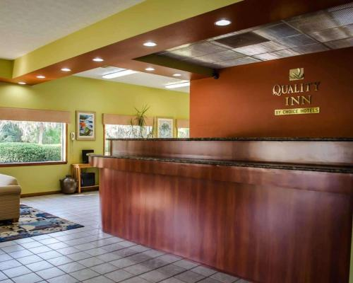 The lobby or reception area at Quality Inn Crystal River